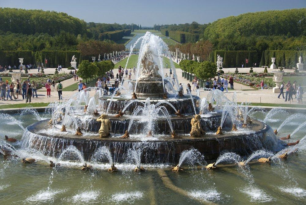 Visite guidée Château et JardinsDécouvrez le Château de Versailles et ses superbes Jardins avec un guide professionnel lors de cette visite guidée de deux heures. Bénéficiez d'un horaire réservé et d'un accès privilégié pour entrer au Château de Versailles.