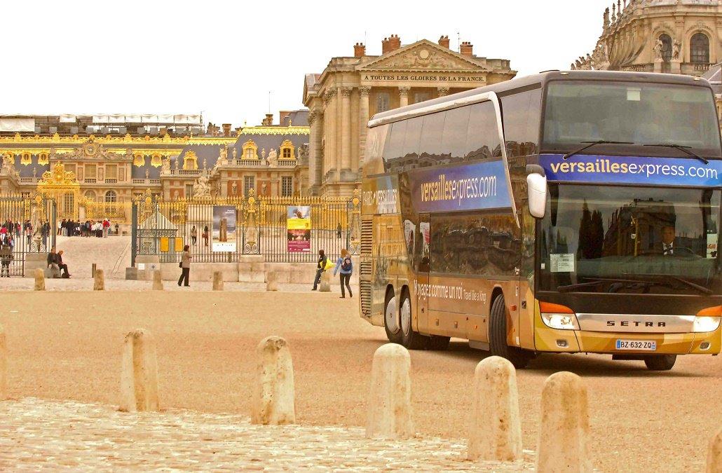 Demi Journée à Versailles avec audioguide et jardinsProfitez d'un trajet confortable en bus depuis le centre de Paris et découvrez le château de Versailles et ses jardins à votre rythme avec un accès coupe-file et un audio guide