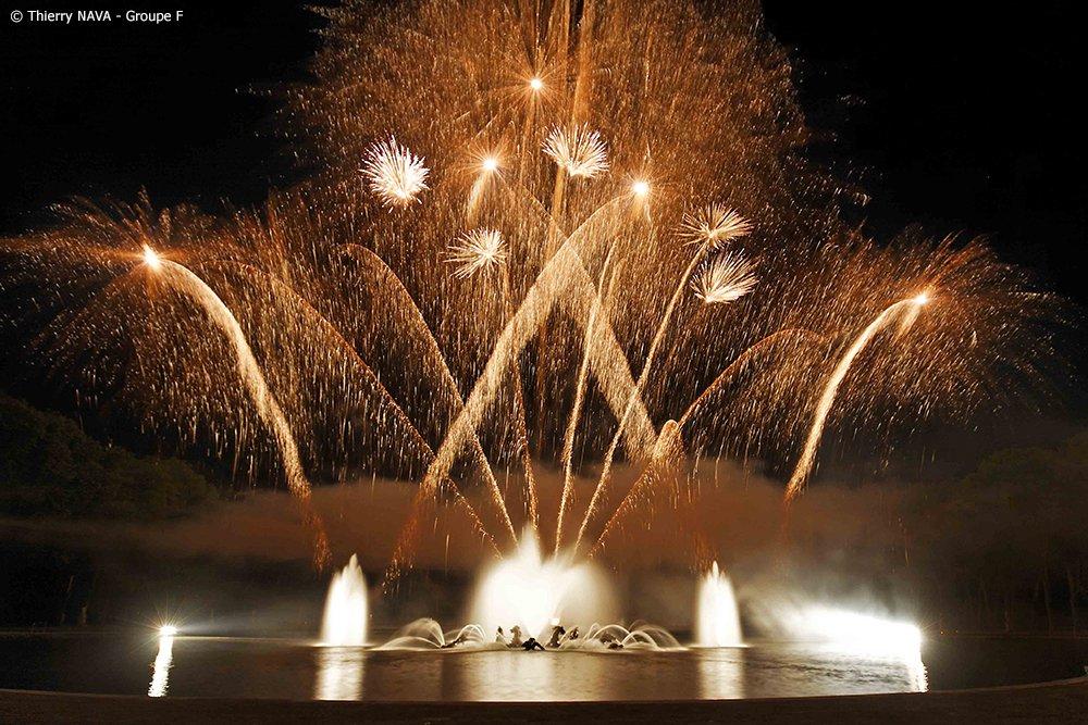WEEK END EN HOTEL 2* ET GRANDES EAUX NOCTURNESProfitez d'un week-end à Versailles en hôtel 2 étoiles : seul(e), en couple ou en famille, vous allez apprécier ce séjour dédié au Domaine de Versailles et au Spectacle des Grandes Eaux Nocturnes.