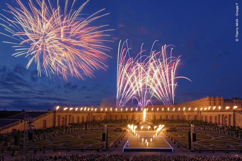 WEEK-END EN HOTEL 4* ET GRANDES EAUX NOCTURNESUn séjour en hôtel 4* pour découvrir l'ensemble du domaine de Versailles, le château, ses magnifiques jardins à la française et le Trianon. A la tombée de la nuit, votre séjour sera couronné par un sublime spectacle de sons et lumières.